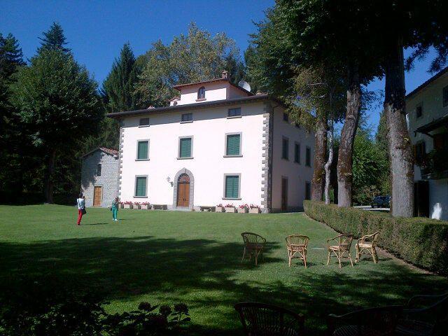 Visita de Farmacia Internacional de Madrid a las instalaciones de Aboca en La Toscana (Italia)