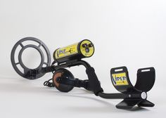 The Viper Hybrid Trident detector is amazing because it allows you to dive to depths of 132 feet. A fantastic, super sensitive detector that you can take anywhere: beach, water, land, etc. This comes with a simple control layout as well.
