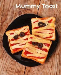 Mummy toast / 26 Healthy Halloween Snack Hacks (via BuzzFeed Community)