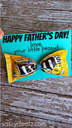 M&M Bow Tie Father's Day Card Idea for Kids to Make their Daddys! #frugal gift