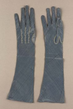 Late 18th or early 19th century, Europe - Pair of women's gloves - Silk plain-weave with silk embroidery