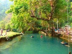 Vang Vieng - Laos - Lagon Bleu https://picsandtrips.wordpress.com/2014/04/06/im-plaque-able/