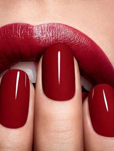 Love the lips @How To Be A Redhead  #howtobearedhead #redheadfriendly