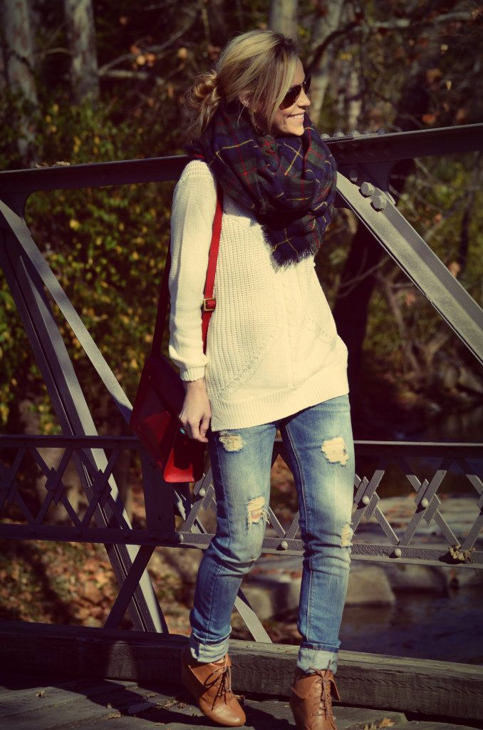 Chunky scarf, sweater, torn jeans and ankle boots! Oversize Sweater | mitzitup.com