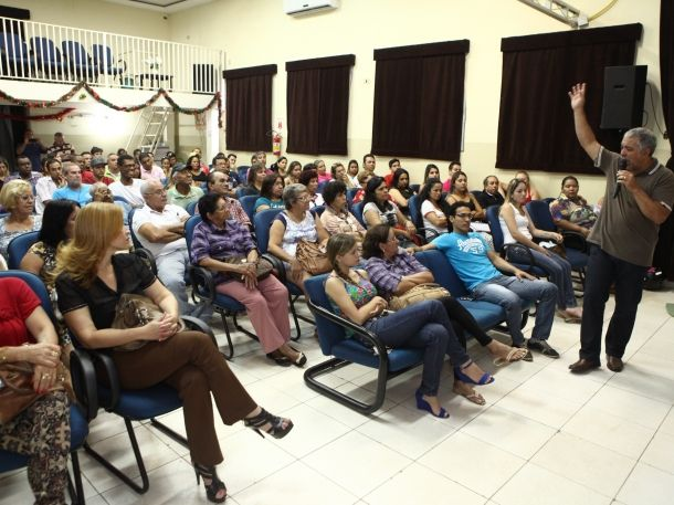 Foto: Elias Dias para JPNews - Três Lagoas, em 21/11/14 Comerciantes participaram de uma reunião no Centro Cultural
