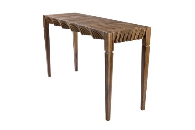 Mesa Cortina en madera de Sebastián Lara.