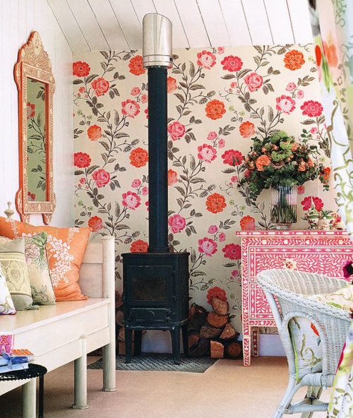 Love the happy vibe this colorful decor gives off ... reminds me of a cozy cottage in the mountains or a tiny beach house.