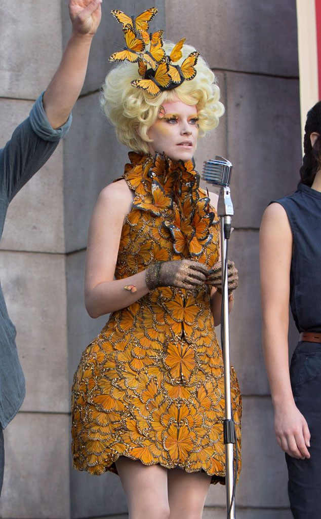 Elizabeth Banks gets to play major #fashion dress-up in the Hunger Games movies, like this butterfly dress with 10,000 hand-painted feathers!