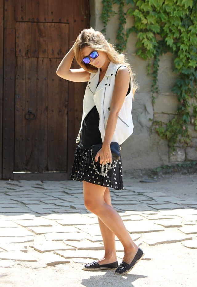 A TRENDY LIFE: DOTS SKIRT AND WHITE VEST