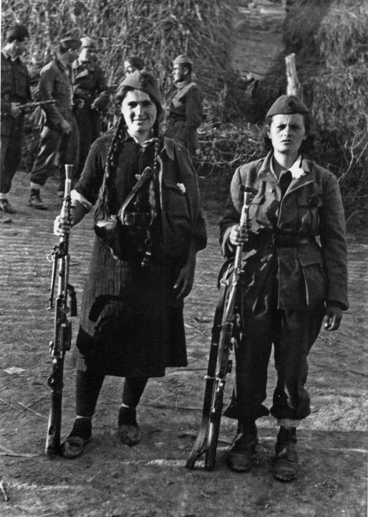 Unidentified partisans of the 1st Proletarian Brigade armed with Czech ZB vz. 26 machine guns. This photo was taken in Žarkovo Selo(a village near Belgrade) on the eve of the offensive.  Read more: http://www.histomil.com/viewtopic.php?f=338&t=3918&start=3020#ixzz2lQkb6bFc