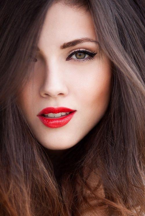 Tendencias en el maquillaje! ojos deliniados y boca en rojo