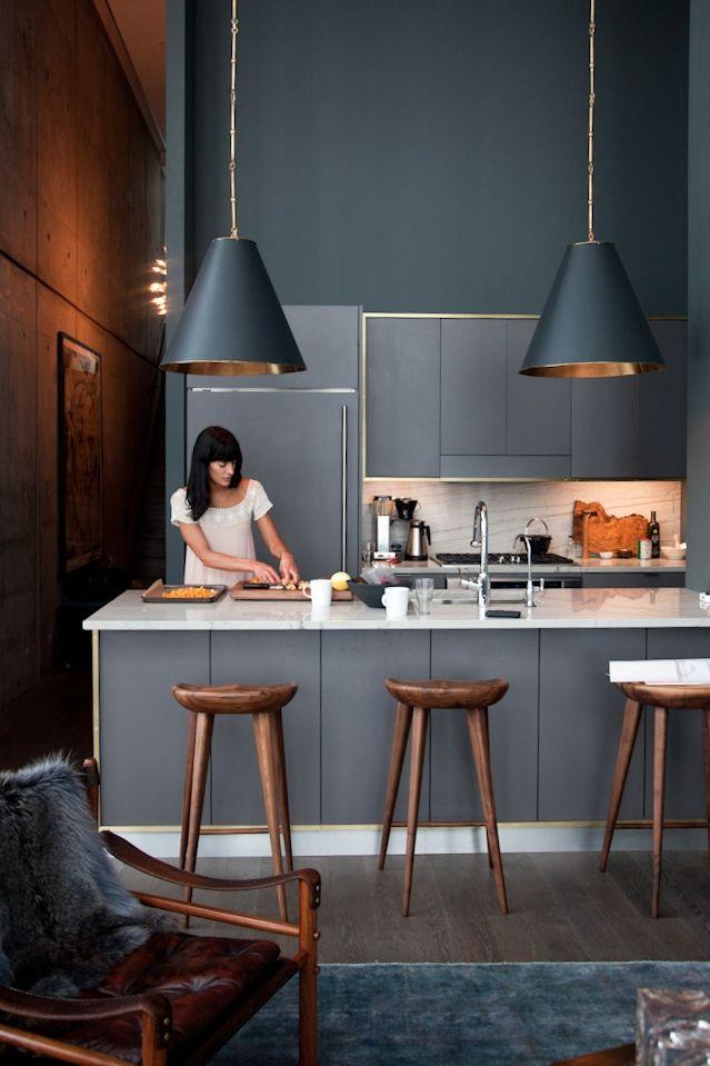 Los colores grises están de moda. ¡Atrévete a pintar tu cocina así!