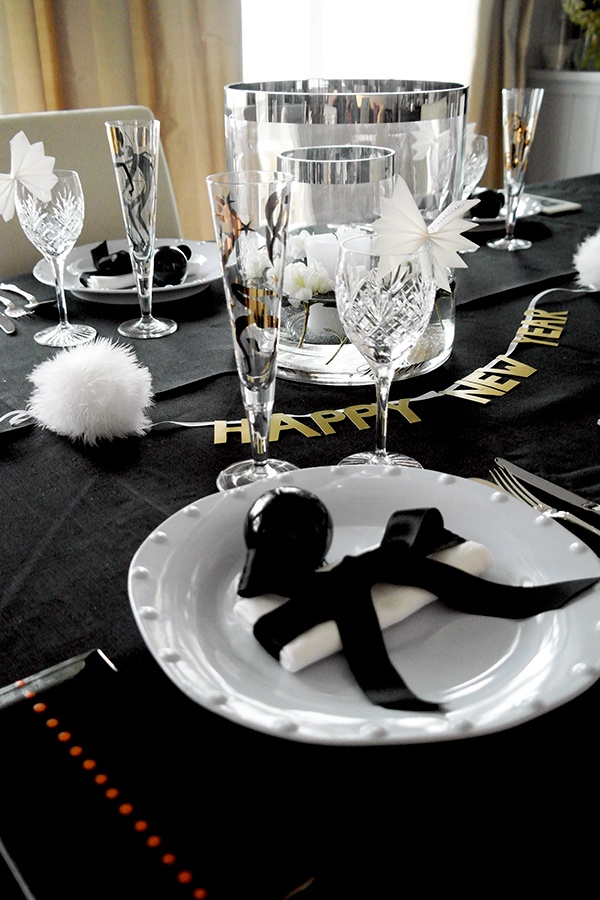 Anette Willemine: GODT NYTT ÅR! HAPPY NEW YEAR! This years table setting!