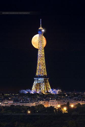 14 Juillet 2014  Feux d'artifice Paris Tour Eiffel by Antonio GAUDENCIO - PHOTOGRAPHIE, via Flickr