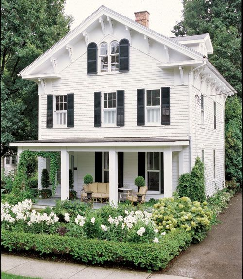 Great tips for how to create curb appeal. (We'd say this house has it!)