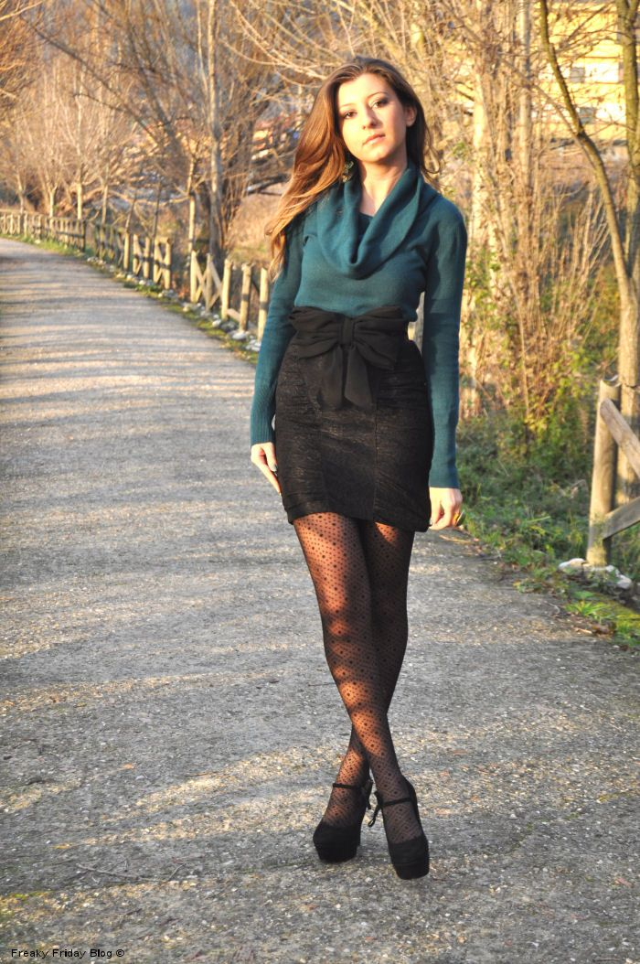High waist skirt, green sweater and a bow-belt to emphazises the waist, H&M belt, Mango skirt, Calzedonia tights
