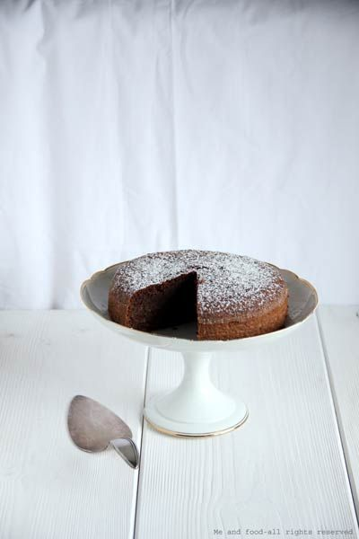 Almonds, cocoa and orange cake