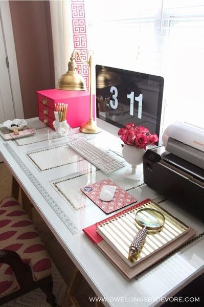 Lovely home office space idea #decor