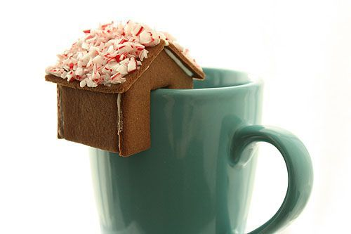 gingerbread house that sits on the edge of a mug!!!