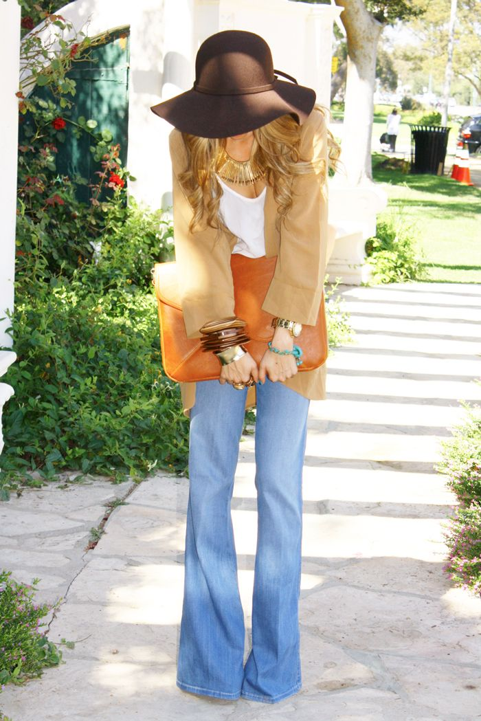 Floppy hat + oversized clutch + flare jeans to wear on the first day in Paris when you are jet lagged.