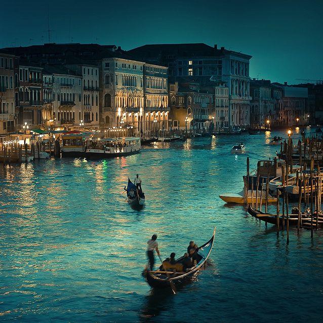 Rialto Bridge in Venice, Italy.