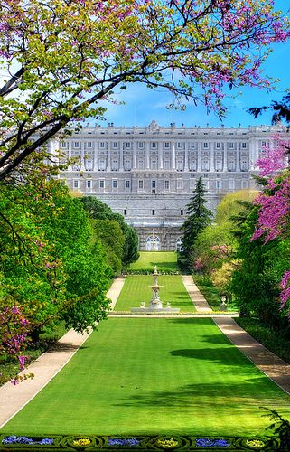 The Palacio Real de Madrid is the official residence of the Spanish Royal Family, but is only used for state ceremonies.