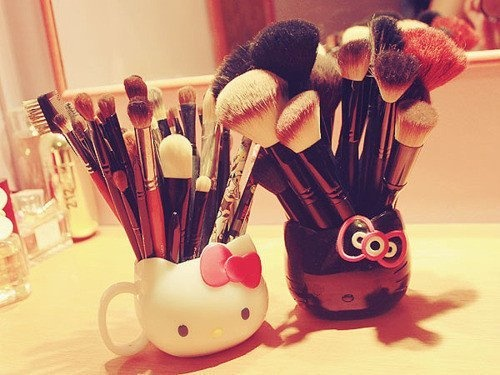 Mac Brushes with Hello Kitty