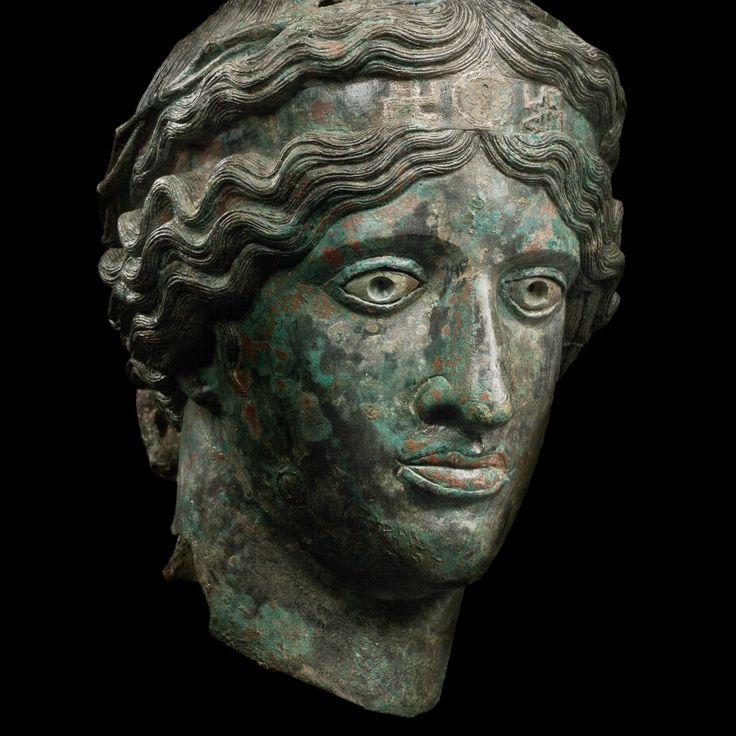 Tête d'athlète portant un bandeau - Art grec, IVème – IIème siècle av. J.C © Phoenix Ancient Art, Biennale des Antiquaires 2014, Paris