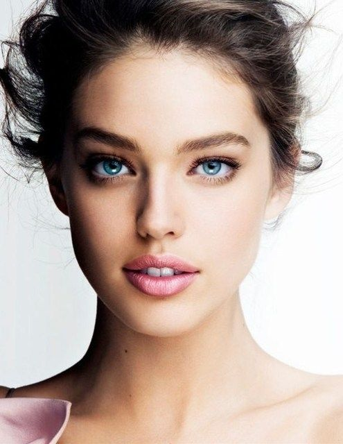 Mascara, brows, pink lipstick