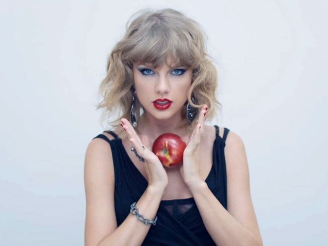 STEP 6: CHANNEL THE EVIL QUEEN FROM SNOW WHITE photo | Taylor Swift