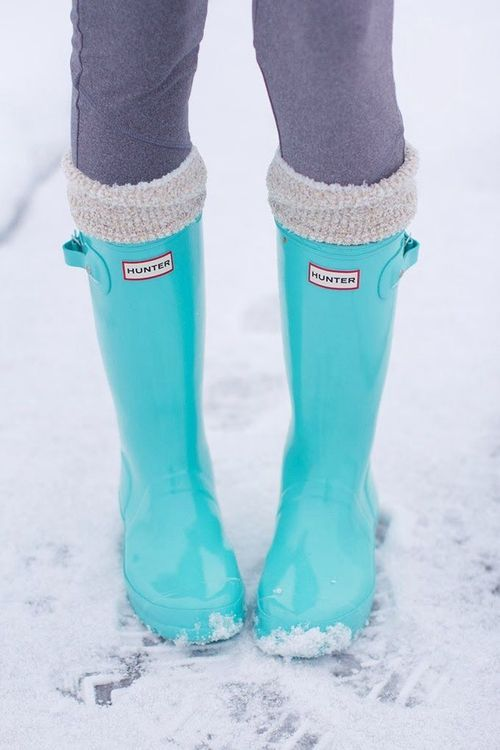 Loving these Tiffany blue wellies! Adorable.