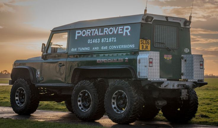 LAND ROVER DEFENDER 6x6 3 of 3