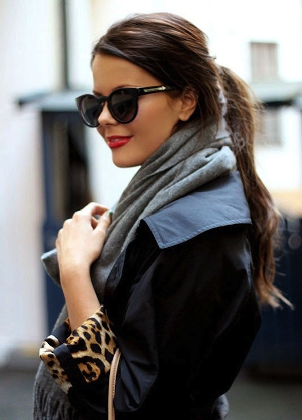 Love those sunglasses with red lipstick. The leopard makes it perfect <3