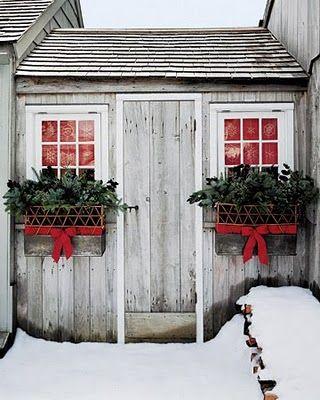 christmas window boxes  http://www.marthastewart.com/908579/lattice-fence-and-evergreen-bough-window-boxes