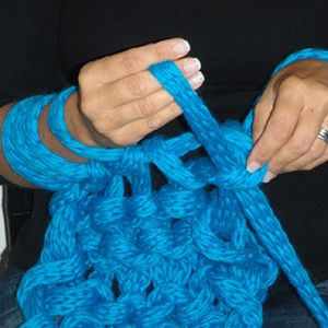 NEED TO LEARN !!!!hand crochet, for that chunky bedspread you want to make. - oh, here's how.