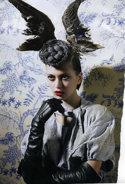 Alexander McQueen in Vogue <<  Very Edith Sitwell to me