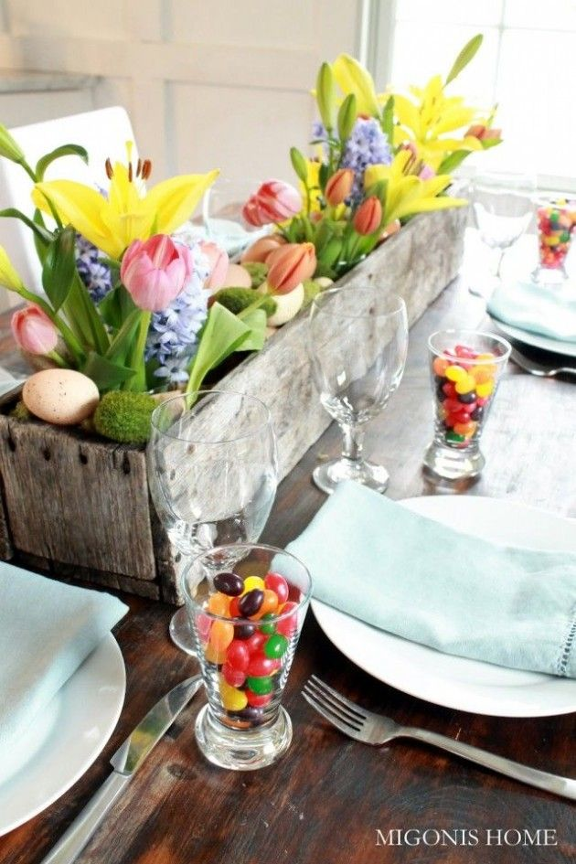 Love this centerpiece idea for Easter. Pretty with just the flowers.