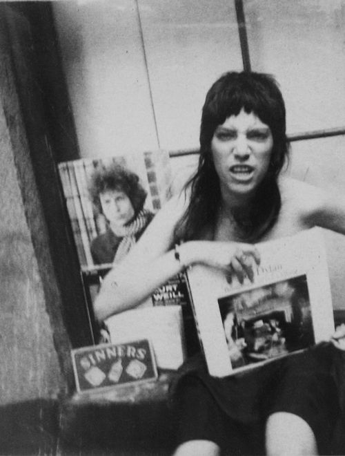 patricialeesmith:  patti with bob dylan albums, i'm pretty sure this is circa 1969.