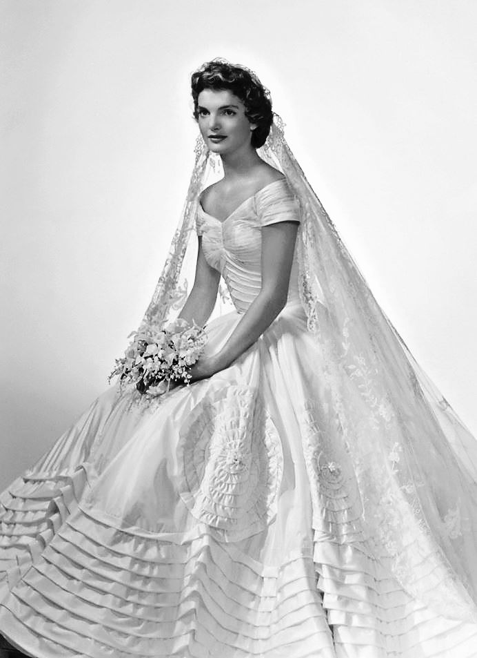 Jackie Kennedy Wedding Dress | Jacqueline Bouvier Kennedy's Wedding Dress and Veil ~ Teach Me ...