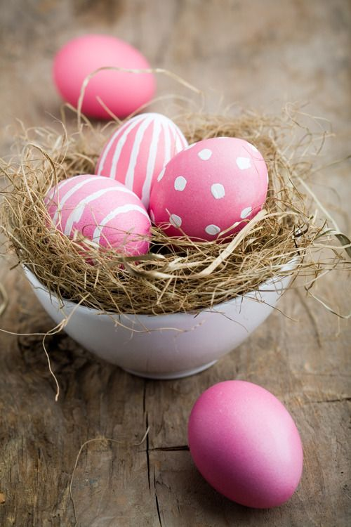 Decorate #Easter eggs with one color & many designs.