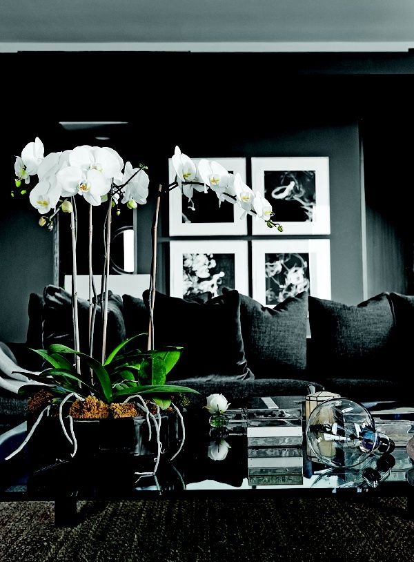 Academy Award Inspired Living // House & Host // Ann Ueno // www.houseandhost.com // black living rooms
