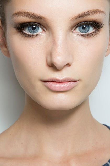White lines. So good: 10 Genius Eyeliner Ideas That Will Change the Way You Do Your Makeup