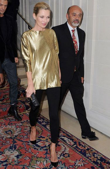 Streamlined Shine-this particular look could start a holiday dressing revolution. Sleek gold tunic, skinny pants and low-cut patent pumps, let us count the ways this look works.