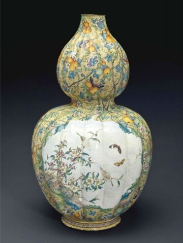 A rare large painted enamel double-gourd vase, Qianlong period (1736-1795)