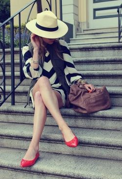 Black & White Stripes on LoLoBu. Discover what she wears.