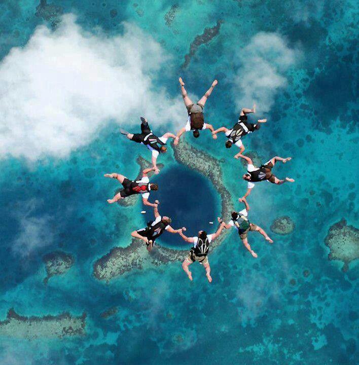 Practicar el paracaidismo.