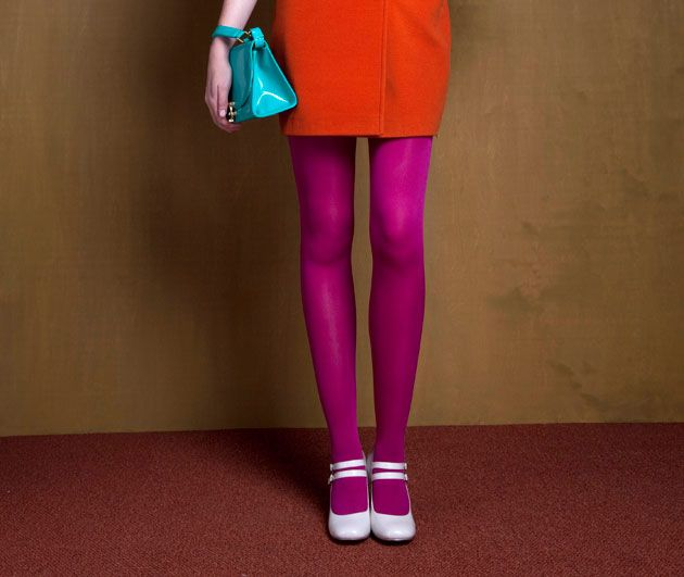 Bright #tights and cute white shoes... Sign me up!