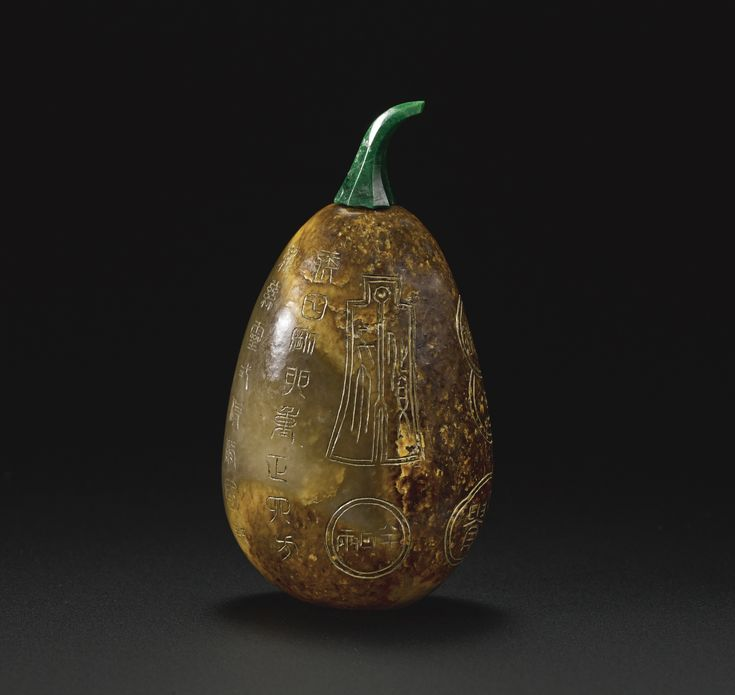A mottled brown jade pebble-form snuff bottle, Qing dynasty, late 18th-19th century