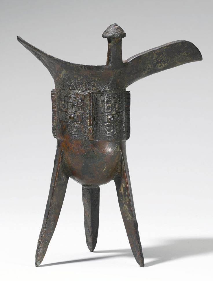 A bronze ritual wine vessel (Jue), Late Shang Dynasty, 12th-11th century BC