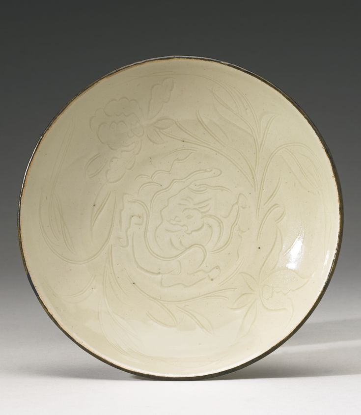 A rare 'Ding' dish, Song Dynasty